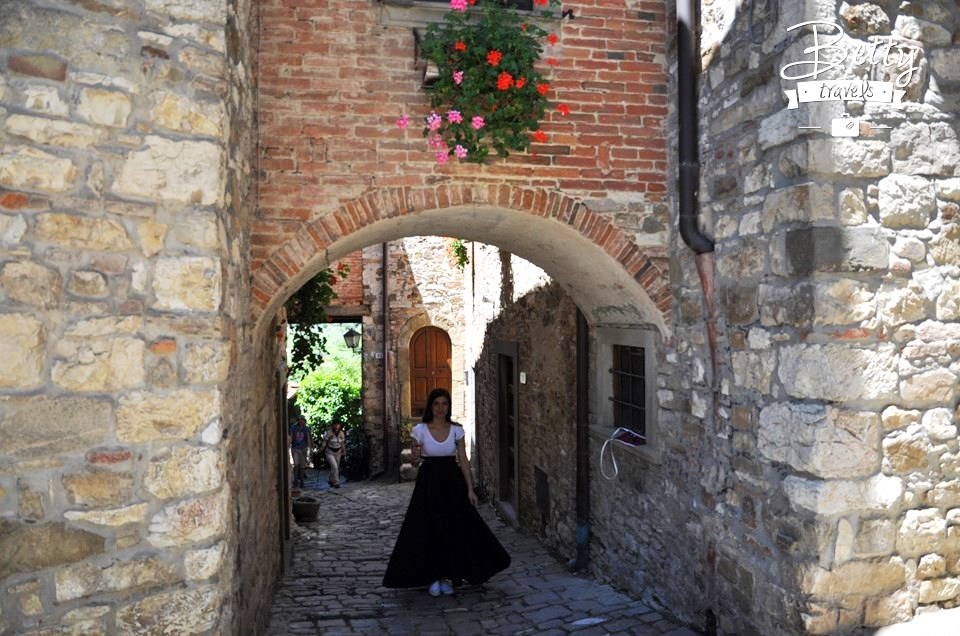 The streets of Tuscany 01