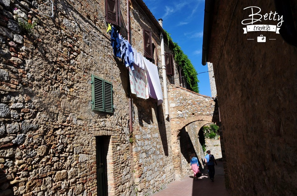 The streets of Tuscany 02